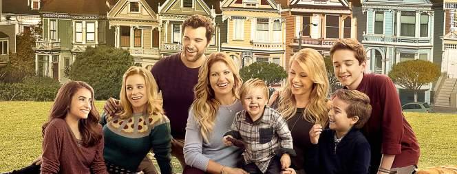 Familie Tanner-Fuller-Gibbler posiert für Fuller House - Staffel 2